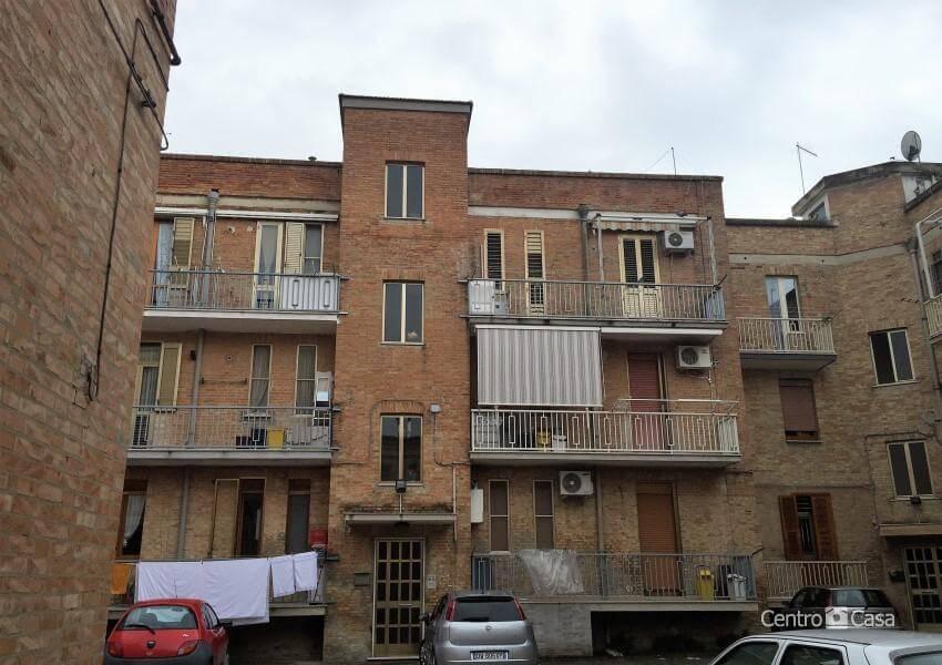 Appartamento via roma centro casa lucera for Compro casa roma centro